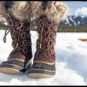 Joan of the arctic SOREL chestnut and red  boots
